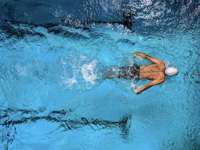 Nageur expert à l'entraînement